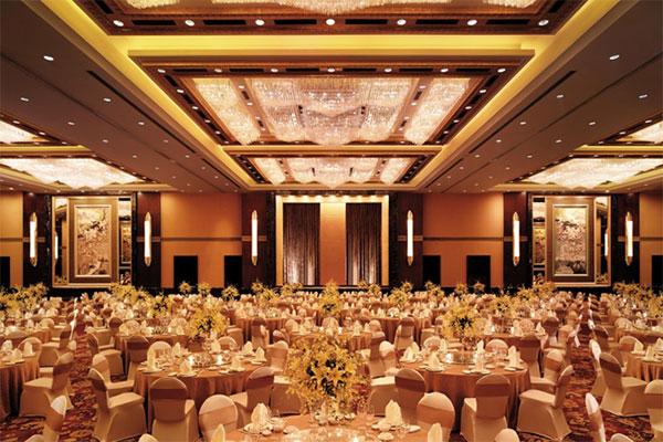宁波大宴会厅 – 圆桌摆台